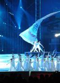 图文:奥帆赛闭幕晚会在青岛举行 白帆下的舞蹈
