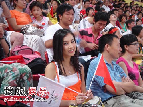 奥运期间,黄圣依除了到现场观赛,还积极投身参与奥运活动