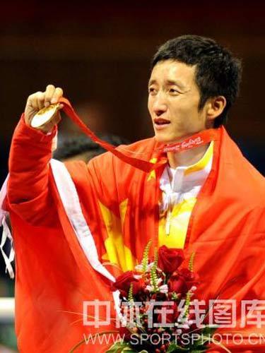 图文:拳击48公斤级邹市明摘金 冠军的微笑