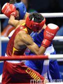 图文:拳击48公斤级邹市明摘金 击中对手