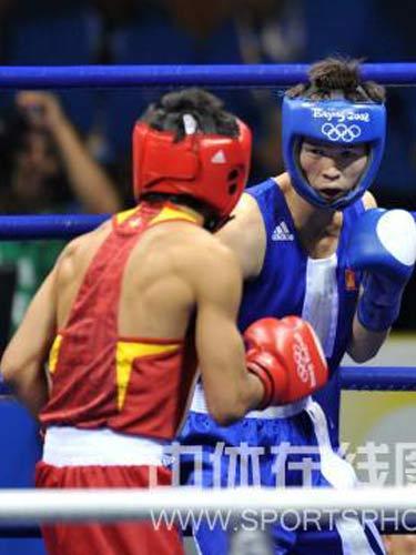 图文:拳击48公斤级邹市明摘金 激战正酣