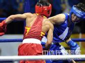 图文:拳击48公斤级邹市明摘金 激烈拼搏
