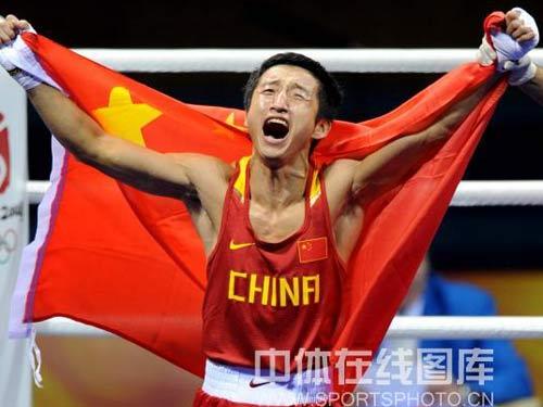 图文:拳击48公斤级邹市明摘金 胜利的欢呼