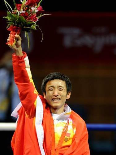 图文:拳击48公斤级邹市明摘金 胜利者的微笑