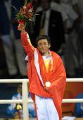 图文:邹市明获48公斤级冠军 邹市明热泪盈眶