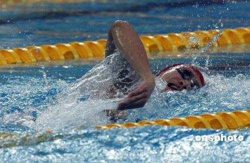"""8月10日,张琳以3分42秒44获得北京奥运会男子400米自由泳亚军,为中国泳军在本届奥运会获得第一枚奖牌,也实现中国男子游泳的""""零的突破""""。 中新社发 杜洋 摄"""