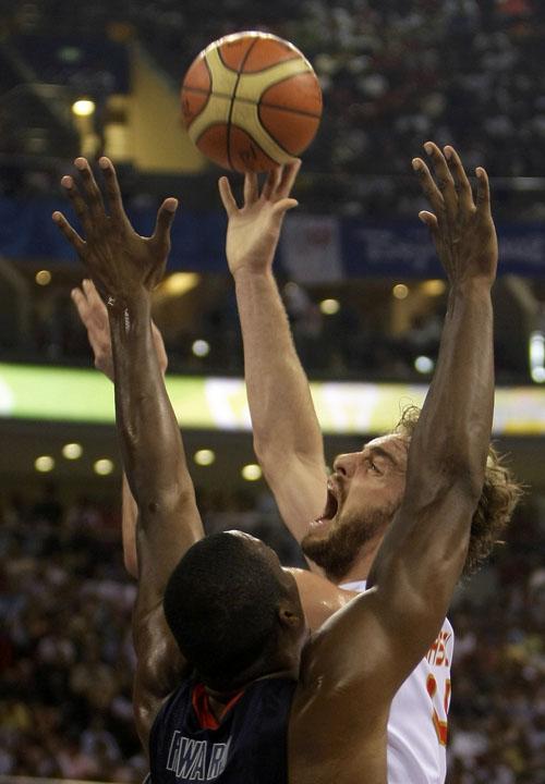 图文:男篮决赛美国VS西班牙  加索尔上篮