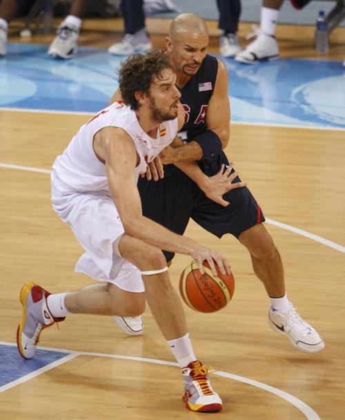 图文:男篮决赛美国VS西班牙  基德防守凶悍