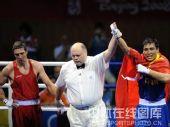 图文:拳击81公斤级决赛张小平摘金 宣布胜利