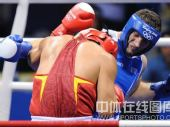 图文:91公斤级以上级张志磊摘银 双方激战正酣