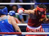 图文:91公斤级以上级张志磊摘银 发起进攻