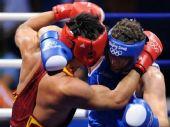 图文:91公斤级以上级张志磊摘银 激烈比赛