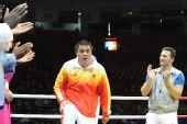 图文:张志磊获91公斤以上级亚军 走上领奖台