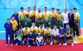 图文:奥运男排决赛巴西银牌 巴西全家福合影