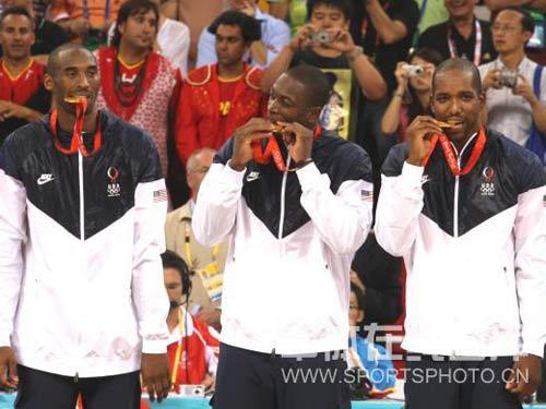 图文:奥运男篮决赛美国队夺冠 金牌的味道