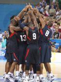 图文:奥运男篮决赛美国队夺冠 集体欢呼
