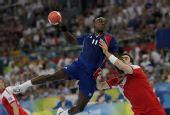 图文:手球男子决赛法国夺冠 吉罗进攻