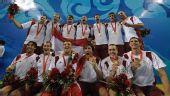 图文:男子颁奖仪式 匈牙利队展示金牌