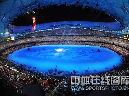 图文:奥运会闭幕式垫场表演 遥看美丽的鸟巢