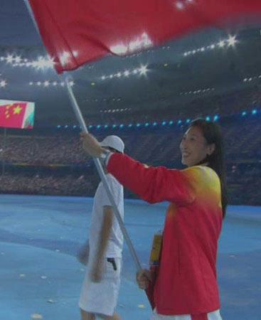 图文:北京奥运会闭幕式 中国旗手张宁入场