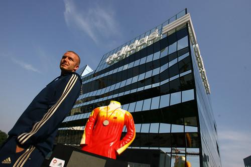 贝克汉姆在奥运会闭幕式前造访阿迪达斯全球品牌中心