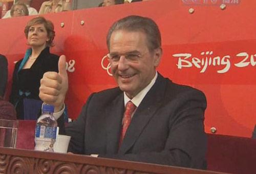 图文:北京奥运会闭幕式 罗格先生竖拇指赞扬