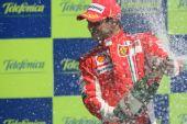 图文:[F1]欧洲大奖赛正赛 马萨喷洒香槟