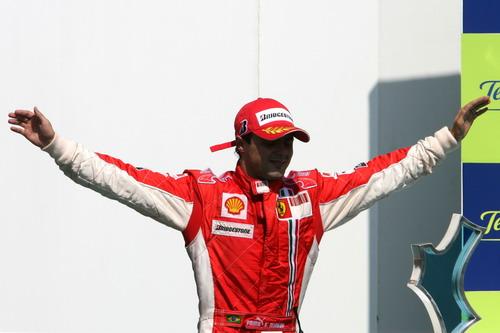 图文:[F1]欧洲大奖赛正赛 马萨要飞翔
