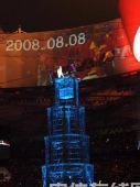 图文:闭幕式上伦敦8分钟表演 缓缓升起的记忆塔