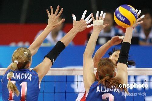 8月19日晚,中国女排在北京奥运会四分之一决赛中,以3:0战胜俄罗斯女排,成功晋级四强。 中新社发 武仲林 摄