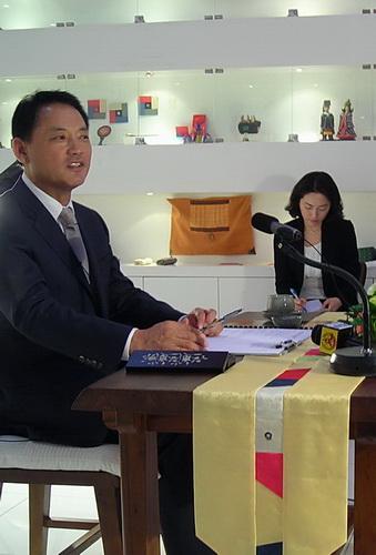 文化体育部长官柳仁村答记者问