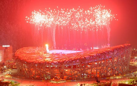 第29届奥运会闭幕式上燃放的焰火。新华社记者 李钢 摄