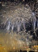 图文:火树银花不夜天 天安门焰火绽放庆祝