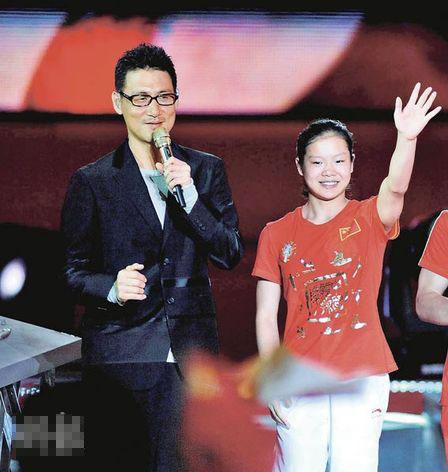 2008奥运会体操杨威_张学友北京与金牌选手合唱 自爆最爱程菲-搜狐娱乐