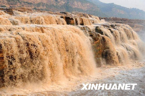 这是8月25日拍摄的黄河壶口瀑布副瀑。新华社记者陶明摄