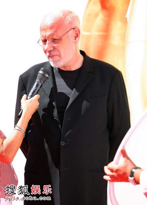 电影节主席马可•穆勒接受媒体采访