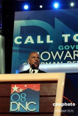 美国民主党全国代表大会25日在科罗拉多州丹佛市开幕。民主党主席霍华德·迪恩宣布大会开幕。 中新社发 李静 摄