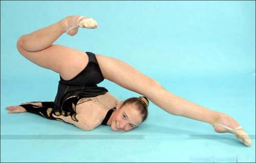 体操美女展示柔软的人体艺术 搜狐女人