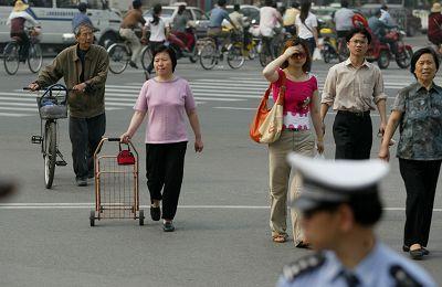 上海拟在媒体曝光乱穿马路和闯红灯等行为(图)