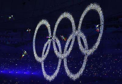 盛大的奥运开幕式吸引了8亿多观众。