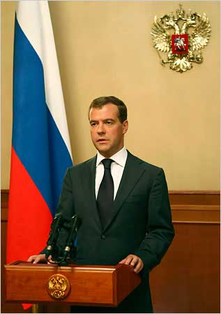俄罗斯总统梅德韦杰夫26日在向民众发表的电视讲话中宣布,俄罗斯承认南奥塞梯和阿布哈兹独立。格鲁吉亚及西方国家一致表示反对。图片来源:经济观察网