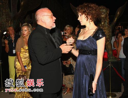 著名导演维姆·文德斯(Wim Wenders)携爱妻Donata 亮相。