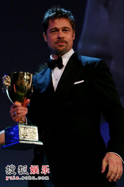 皮特补领去年影帝奖杯