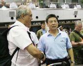 图文:杜伊悲情离开中国 在机场与李晓光告别
