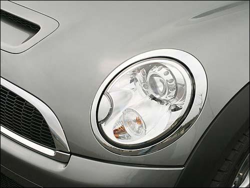 在外观设计,毫不怀疑,左右各一颗,圆润有神的大圆头灯,已是Mini品牌的正字标。
