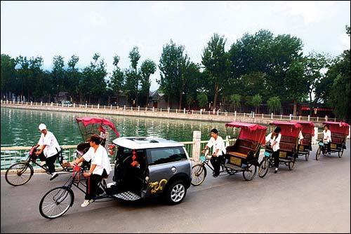 至于多变的创意,那绝对就是在讲Mini一贯绝妙搞怪的设计思维,包括最新的北京奥运Mini Clubman三轮车,也是车坛一绝。