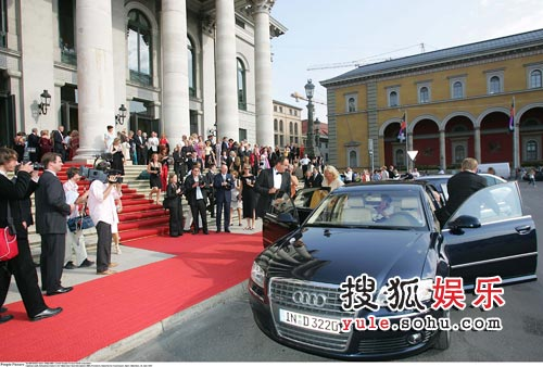 奥迪A8接待2005年慕尼黑歌剧节首演贵宾