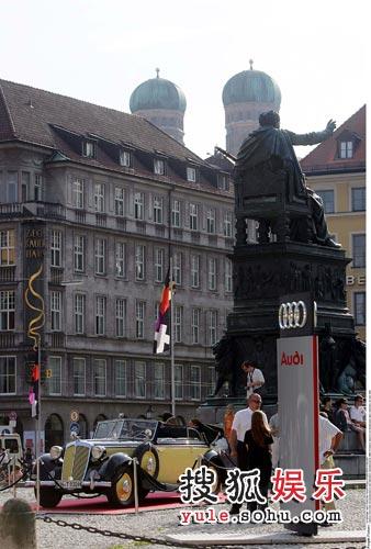 奥迪经典老爷车霍希出现在2005年慕尼黑歌剧节首演现场