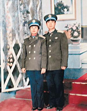 资料图片 费俊龙和妻子合照 来源 信息时报