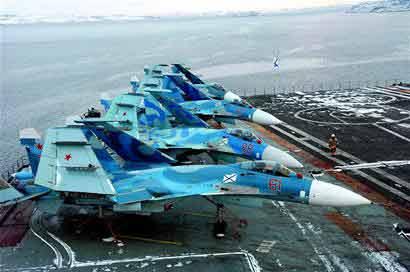 """停靠在叙利亚的""""库兹涅佐夫上将""""号航空母舰"""